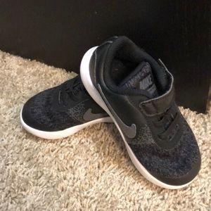 BOYS Nike tennis shoes